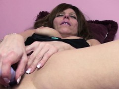 Brandi Minx is fucking her hot pussy